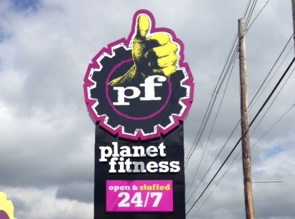 Planet-Fitness-Pylon-on-Dixie