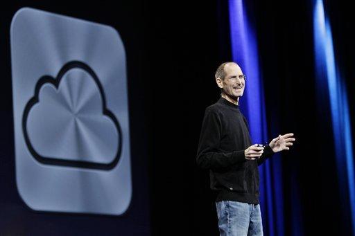 Steve Jobs introducing iCloud 673