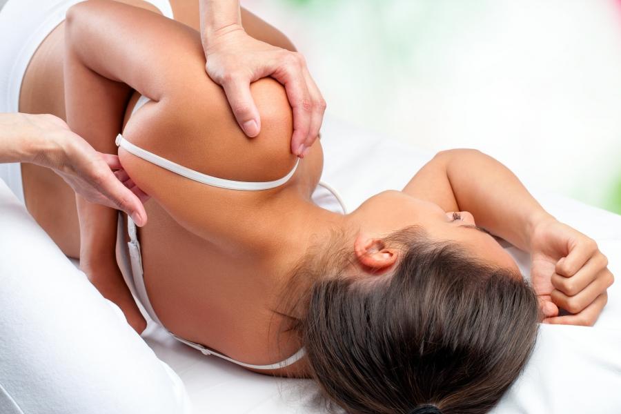 woman chiropractic