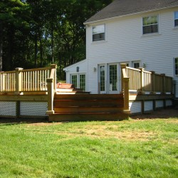 Looking for that deck that perfectly fits in with your house? Call the right deck builder.